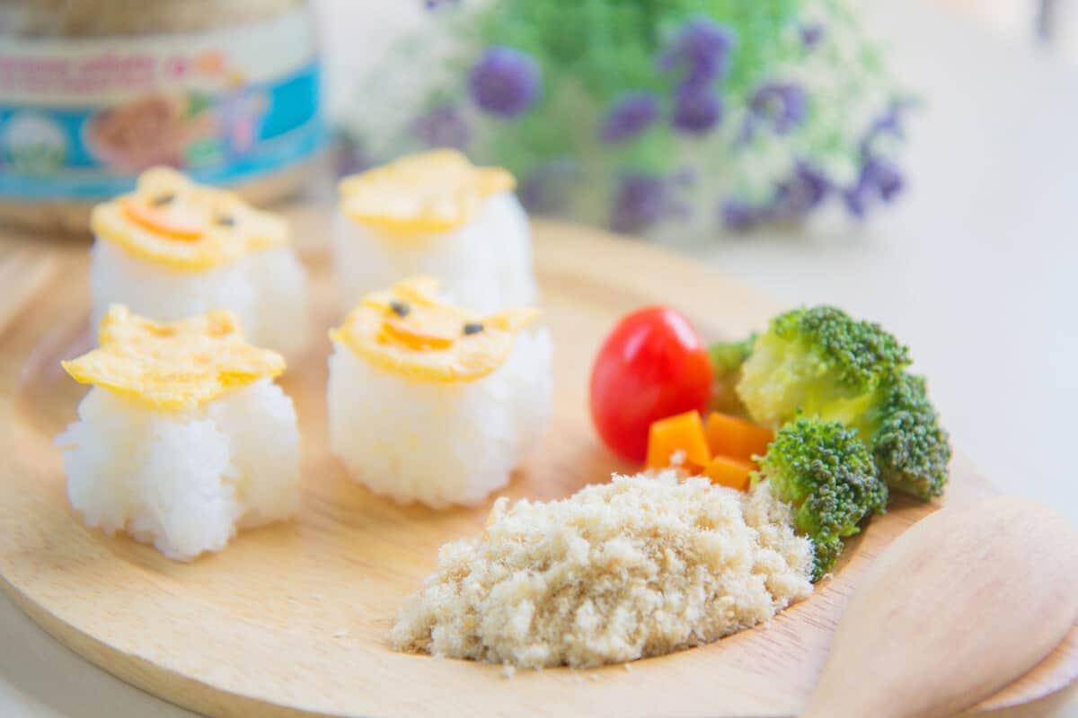 อาหารเด็ก 6 เดือนขึ้นไป ปลาหยอง สะดวก ไม่ปรุงรส ปรุงรสอ่อนๆ ทานง่าย เด็กทานยาก กินยาก ขนมข้าวพองปลาหยอง 12 เดือน มีประโยชน์ เสริมตอนน้องไม่ทานข้าวได้